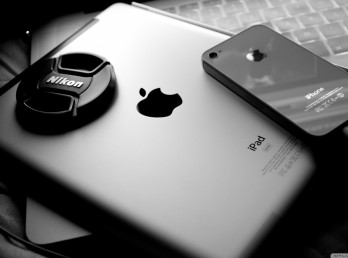 apple_2-wallpaper-1366x768